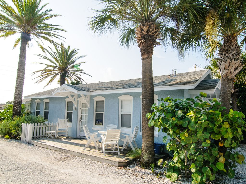 Beachside Cottage In Blue Heron Cottages Indian Rocks Beach Fl