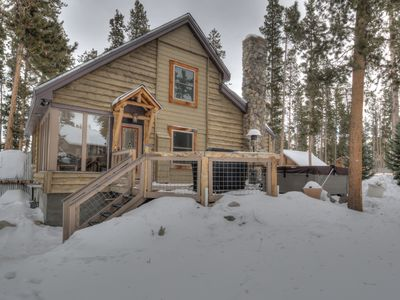 Photo for Snowbird Cabin *PRIVATE hottub, mins from slops*