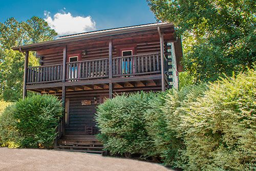 Beautiful 5 bedroom 5 Bath log cabin HomeAway Sevierville
