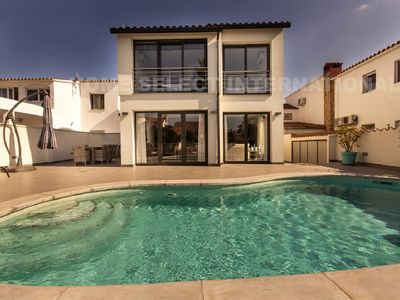 Photo for Villa with 4 bedrooms, swimming-pool, rent,canal view