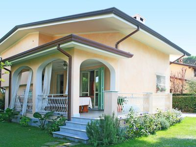 Photo for Beautiful private villa for 10 guests with WIFI, A/C, hot tub, TV, balcony and parking