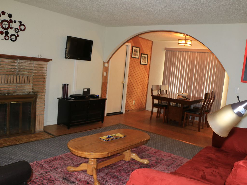 Hotels vacation rentals near lincoln city outlets usa for Rent a hotel for a month