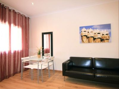 Photo for Sagrada Sant Pau II apartment in Eixample Dreta with WiFi, air conditioning, balcony & lift.