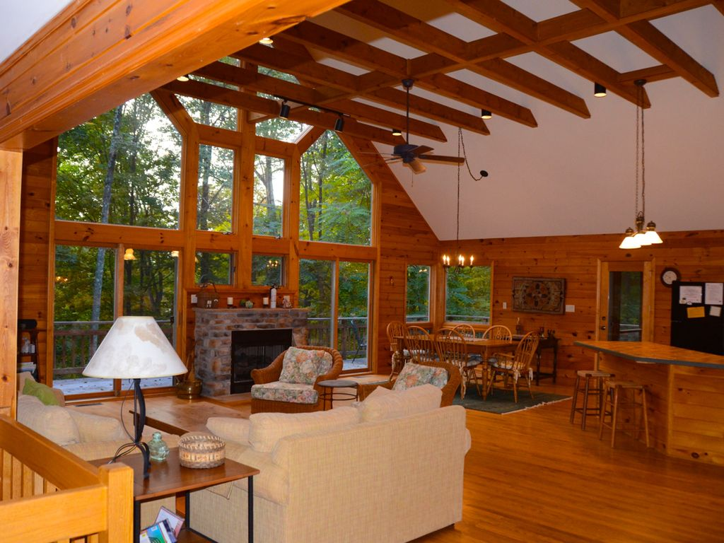 Stunning  Peaceful Mountain Chalet  Berkeley Springs