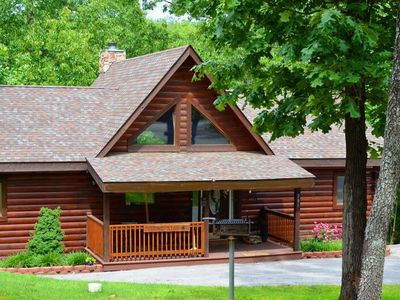 Luxury Log Cabin GameTable 2 living areas over 2400 sq ft Lone Star