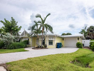 Cute Cottage with 2 Master Suites and Expansive Pool Two Blocks from Beautiful Anna Maria Beaches!