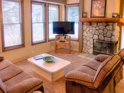 Photo for Quiet 2-bedroom condo near golf course with open floor plan, mountain views and resort amenities