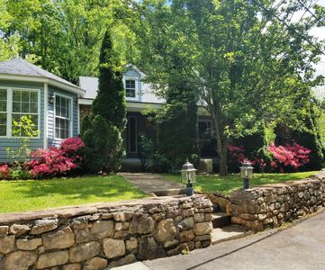 Photo for Stone Cottage less than 3 miles to BILTMORE Park &  Blue Ridge Parkway