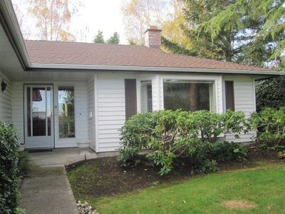 Photo for Lovely 2 bedroom 1 level house in a great location close to UVIC