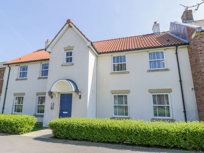 Photo for COOPER'S HIDEOUT, pet friendly, with pool in Filey, Ref 1004087