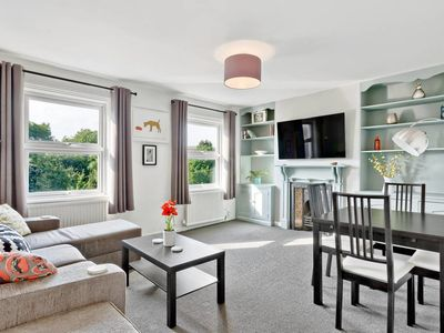 Photo for 3bed 2bath apartment 5 mins to Clapham Junction