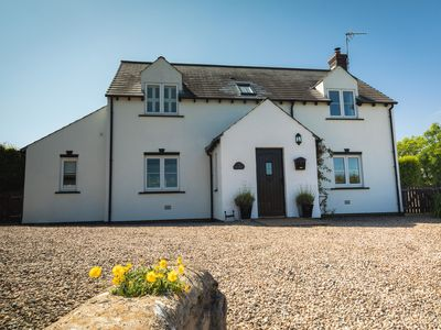 Photo for Detached Cottage within walking distance of Bosherston Lily Ponds