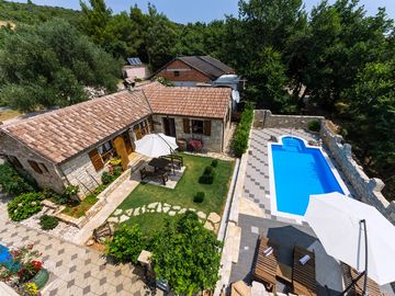 4 * stone house with pool kapazität4 + 2 with beautiful sea Quiet location