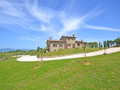 Photo for Wonderful private villa with WIFI, private pool, A/C, TV, panoramic view, parking, close to Cortona