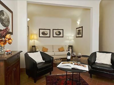 Photo for Eleonora - Welcoming and spacious apartment, Oltrarno area