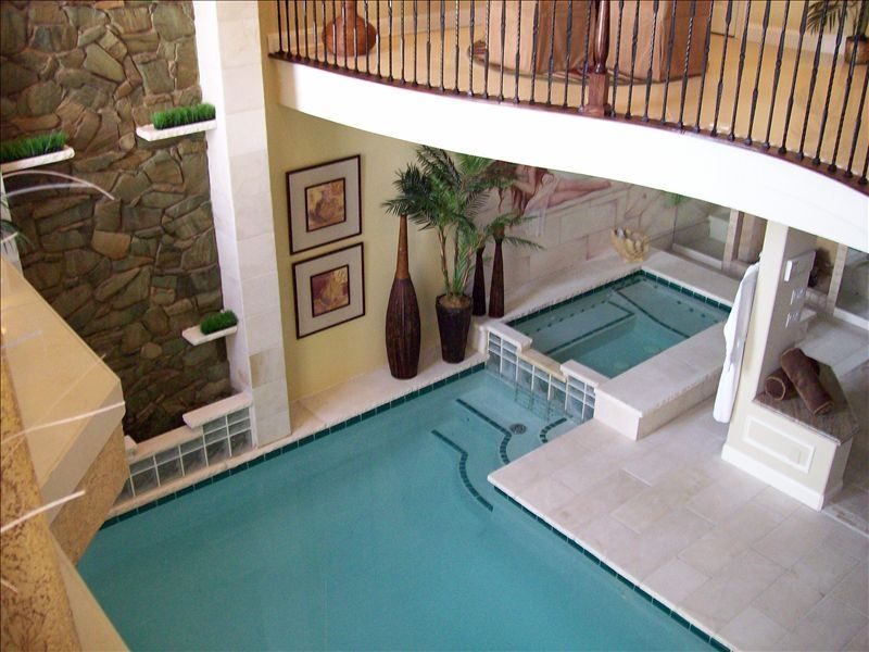 Beau AMAZING INDOOR POOL