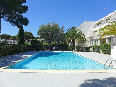 Photo for Beautiful apartment for 4 people with pool, WIFI, TV, pets allowed and parking