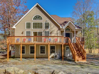 """Photo for """"Squirrel's Nut"""" Game Rm, 5 Bedroom, Pool Table, Foosball, Walk to Beach, Hot Tub"""