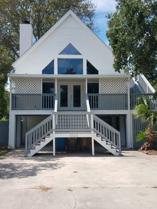 3 story 4br/rec/game rm 3ba+shw nook 5 blocks from beach sleeps 14 comfortably.