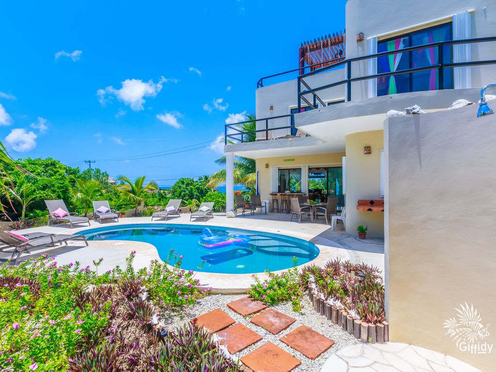 Fantastic 3 bedroom house with pool in punta sur isla for 3 bedroom house with pool