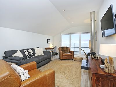 Photo for Stylish 3 bed with stunning sea views