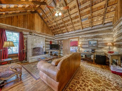 Photo for Lovely dog-friendly cabin w/ 4 on-site tasting rooms - along Hwy 290 Wine Trail!