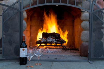 Enjoy your favorite beverage by a roaring fire at the pool area.  Hot Tub/stars!