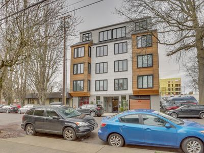 Photo for Dog-friendly pair of condos w/ great Eastside location - walk to dining/shopping