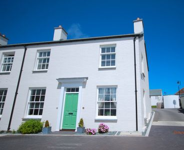 Photo for BRAND NEW 3 BED COTTAGE SLLEPS 6 WIFI PARKING PENTIRE FISTRAL BEACH NR TOWN