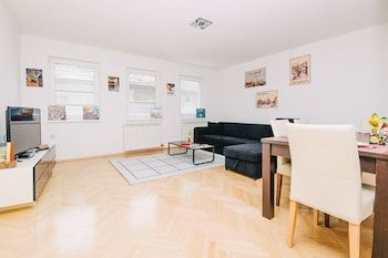 Photo for Modern Apartment With Huge Garden & Free Parking