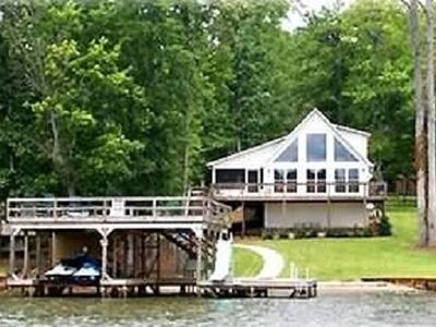View the beauty of Lake Sinclair at Carney's Cove.