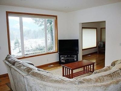 Photo for Vacation home 70MBR Pet Friendly Cabin w/ Hot Tub in Mount Baker/Glacier - 8 persons, 3 bedrooms