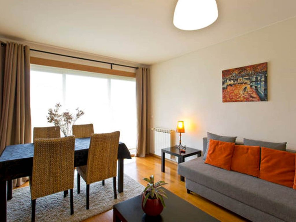 Modern light quiet and comfortable apartment t1 with for Apartments with private garage