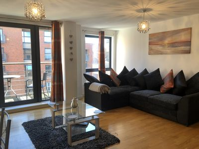 Photo for Manhattan Place - Stylish 1 Bed Apartment in Central Location - WiFi included