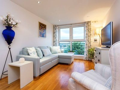 Photo for Charming Chelsea - Fulham Apt near Train/Tube and Shops