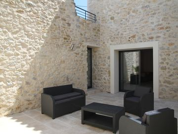 Character stone house with swimming pool 9km of beaches