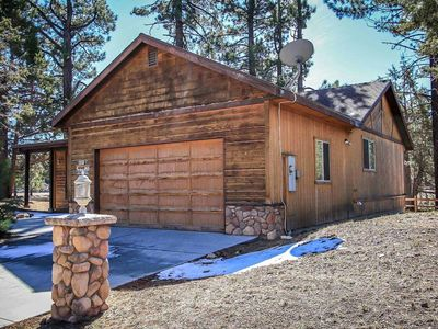 Cant Bear To Leave Central Modern Single Level Log Cabin / Jetted Tub / Air Hockey