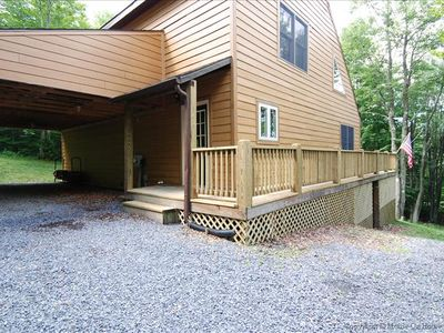 Affordably priced and amazingly nice mountain cottage offers peace and quiet.
