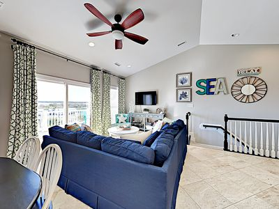 Living Area - Cozy up on the large sectional and stream favorite Netflix shows on the smart TV.