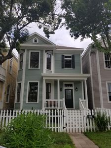 Photo for Dog-friendly house near Pleasure Pier and Downtown!