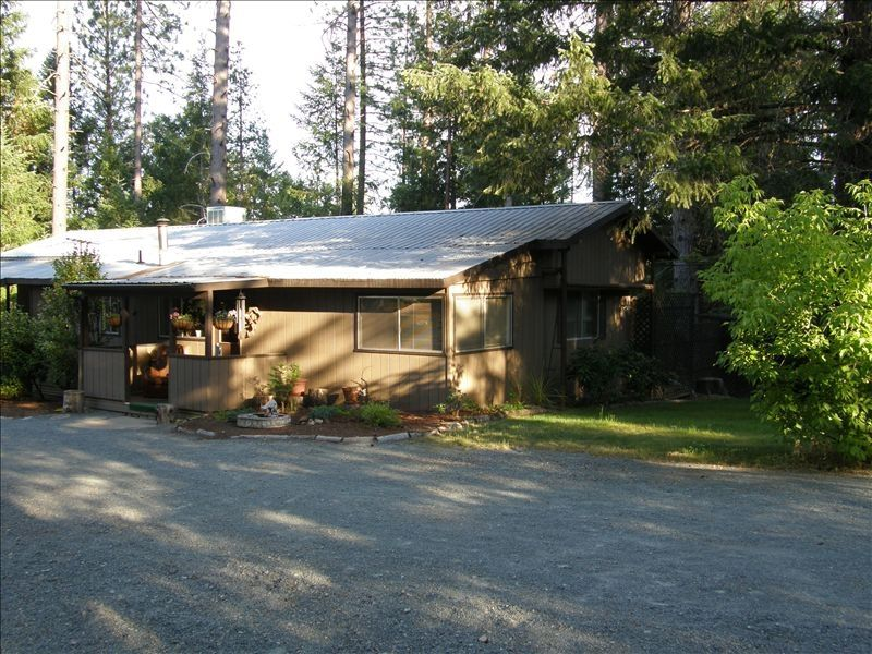 Rogue river house aka cabin in the woods rogue river for Cabin in the woods oregon