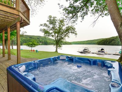Lakefront chalet with hot tub, fireplaces, and pool table!
