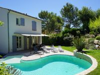 Beautifully Presented Villa. Great Central Location.