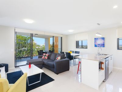 Photo for Executive 2BR Kangaroo Point Apartment Close to The River and Cliffs