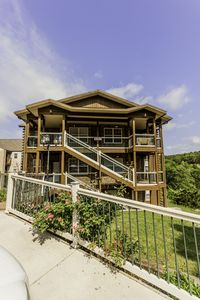 Photo for Condo with Pool   Hot Tub   Free WiFi   2.2 miles from Silver Dollar City (151604A)