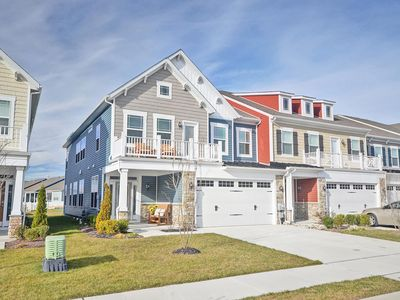 Photo for Beautiful 4 bedroom 3.5 Bath Home Minutes to the Beach!