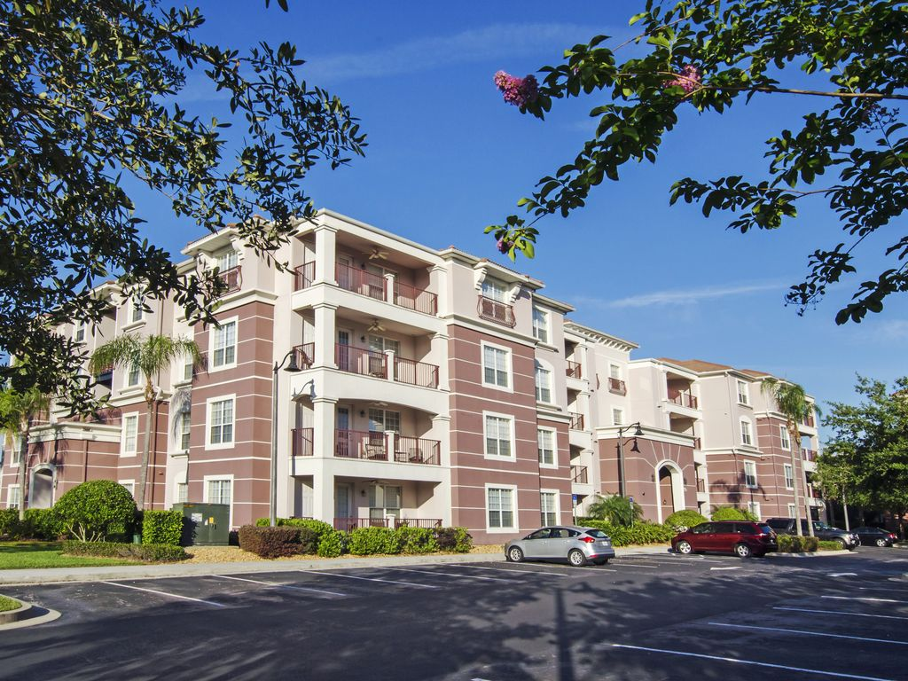 Vista cay luxury lakeview 3 bedroom condo sand lake for Sand lake private residences for rent
