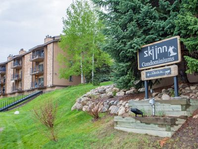 Photo for Lovely ski-in/ski-out condo w/ easy resort access, fireplace, sauna & hot tubs!