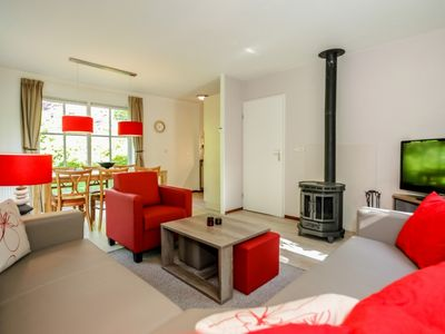 Photo for 6-person bungalow in the holiday park Landal Hunerwold State - in the woods/woodland setting