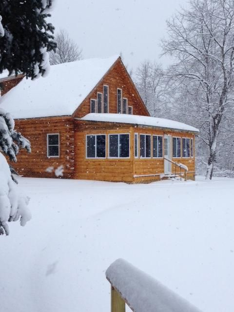 River 39 s bend cabin log home in the white mountains perfect for Ski cabins in new hampshire
